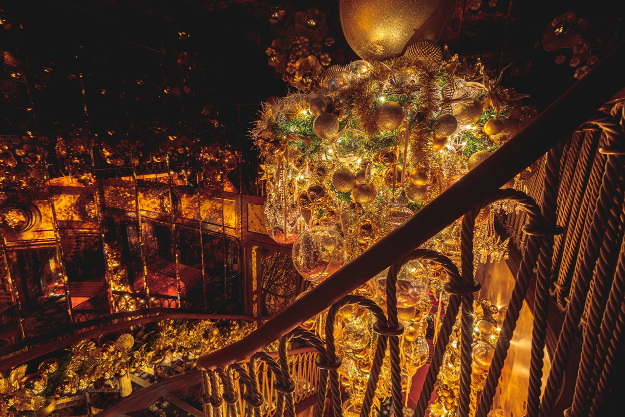NB Flowers – Upside down gold Christmas tree at the entrance of private members club