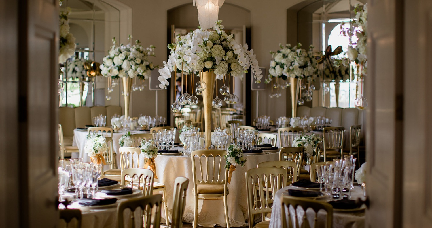 White and gold tall table display at Aynhoe Park
